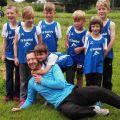 Der erfolgreiche Sulzfelder Leichtathletik-Nachwuchs mit seinem Trainer
